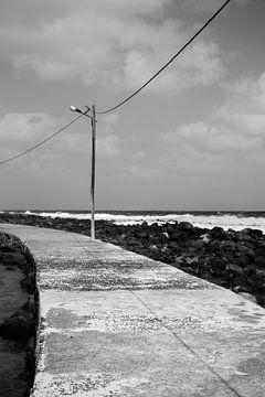 Verlassene Küstenstraße Kap Verde | Grafik schwarz und weiß von ellenklikt