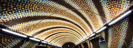 Metrostation Boedapest Szent Gellért tér von Keesnan Dogger Fotografie
