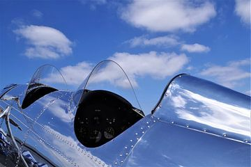 Tweepersoonscockpit van een Spitfire vliegtuig van Atelier Liesjes