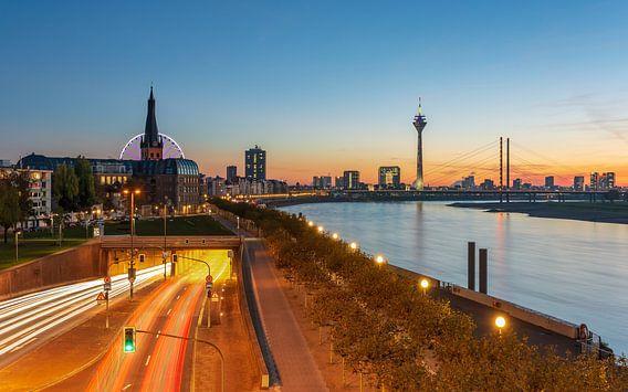 Düsseldorf am Rhein von Michael Valjak