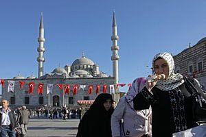 vrouwen bij de Yeni moskee