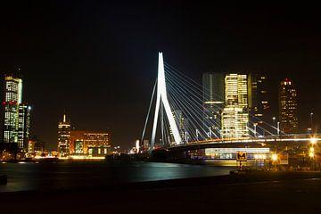Erasmusbrug in de nacht Rotterdam von Dexter Reijsmeijer