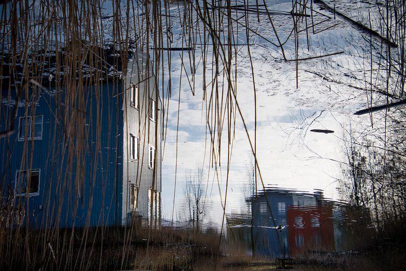 Reflectie van kleurrijke huizen van Milou Oomens