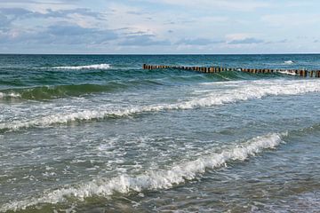 golfbreker in zee van Hanneke Luit