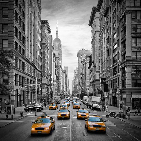5th Avenue NYC Verkeer II van Melanie Viola