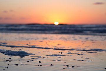 Zonsondergang aan het strand van Texel; sunset at the breach of Texel van