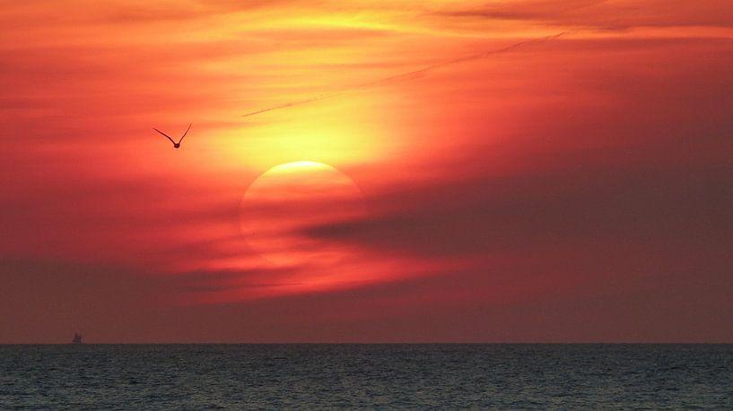 Zonsondergang boven de Noordzee van Gerda Hoogerwerf