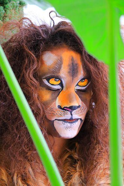 Leeuw in de jungle van Bobsphotography