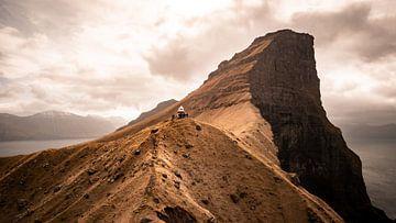 Der Leuchtturm von Kallur auf den Färöer-Inseln von Michael Fousert