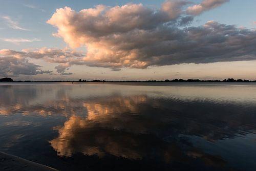 Wolken boven het Veluwemeer van
