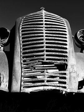 Rostiger Kühlergrill von Denis Feiner