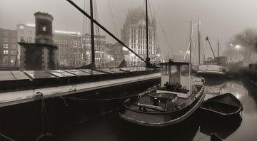 Rotterdam Oude Haven in de mist van Rob van der Teen