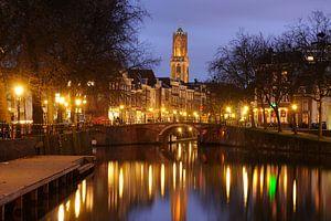 Zicht op Zandbrug en Oudegracht in Utrecht vanaf de Bemuurde Weerd van