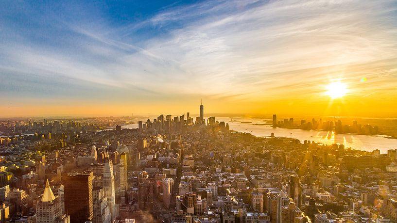 zonsondergang Manhatten vanaf Empire state Bulding van Sjoerd Tullenaar