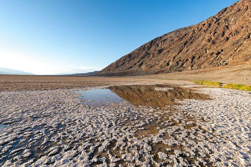 Badwater basin  in Death Valley van Ronald Tilleman