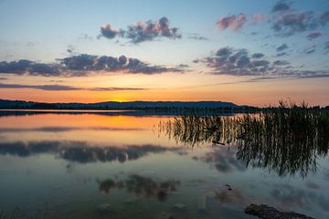 Rust aan een Beiers meer van Sandra Schönherr