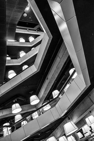 Lines and lights van Lorena Cirstea