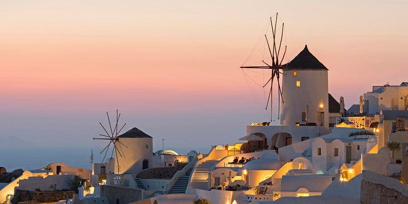 Gezicht op Oia, Santorini van Barbara Brolsma