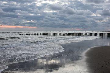 Sonnenuntergang am Strand Westenschouwen von René Weijers
