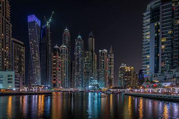 Dubai bij nacht 5 van Peter Korevaar