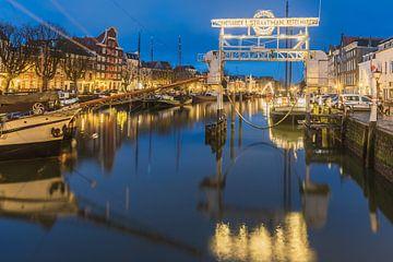 Le port de Dordrecht dans la lumière du soir sur Karin Riethoven