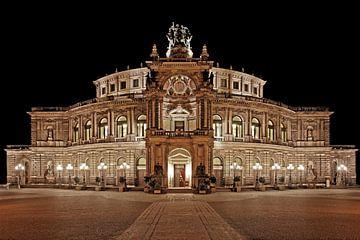 Semperoper Dresden bei Nacht