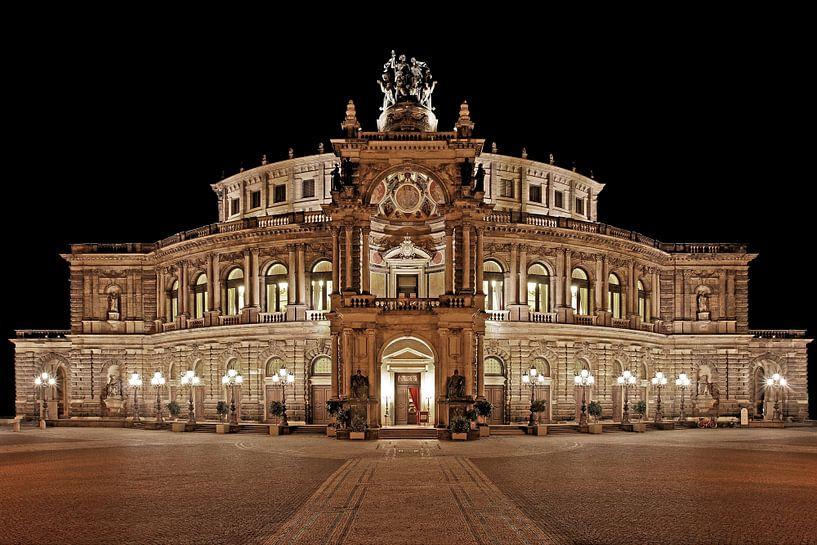 Semperoper Dresden bei Nacht von Frank Herrmann