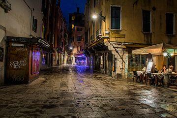 Avond sfeer in Venetië van Ton de Koning