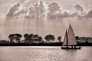 Zeilboot op meer in Friesland