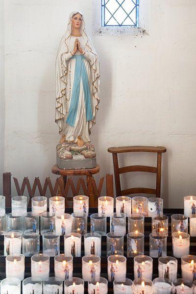 Mariabeeld in kerkje van L'Herbe, Cap Ferret van Evert Jan Luchies
