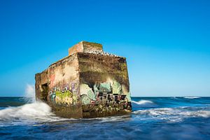 Bunker on shore of the Baltic Sea on a stormy day van