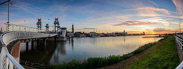 Panorama of the city of Kampen on the river IJssel sur Sjoerd van der Wal