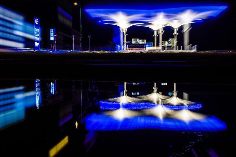 Modern onbemand tankstation van NXT van Fotografiecor .nl