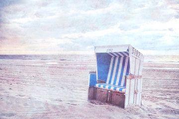 Strandkorb am Strand von Sylt von Claudia Moeckel