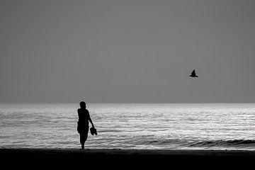 Wandelen langs het strand van Rik Verslype