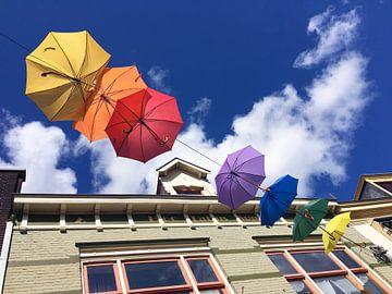 Gekleurde paraplu's in Deventer sur Carel van der Lippe