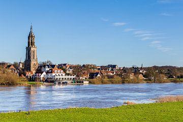 Stadsgezicht Rhenen, Nederland van Hilda Weges
