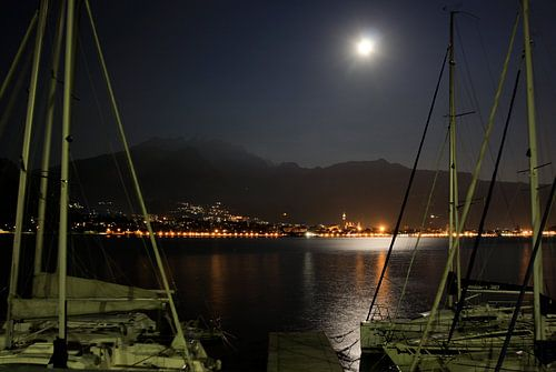 Maanlicht over Comomeer