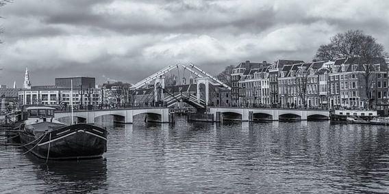 Amsterdam by Day - Magere Brug en de Amstel
