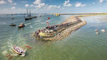 Hafen Terschelling mit rotem Ruderboot von Wad of Wonders