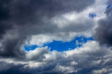 Blauwe lucht van Michiel Zeeman