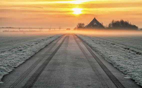 Zonsopkomst boven de Waddendijk, Texel / Sunrise above the Waddendyke, Texel van Justin Sinner Pictures ( Fotograaf op Texel)