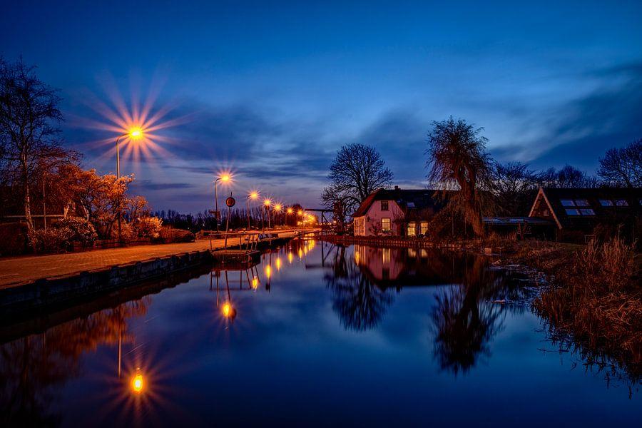 House on the waters edge van Richard Guijt