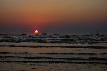Zonsondergang op het strand in Darwin van