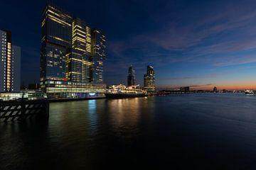 Skyline Rotterdam bij Nacht van Brian Morgan