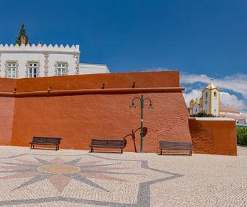 Fortaleza da Luz, Igreja da Nossa Senhora da Luz , Luz, Algarve, Portugal sur Rene van der Meer