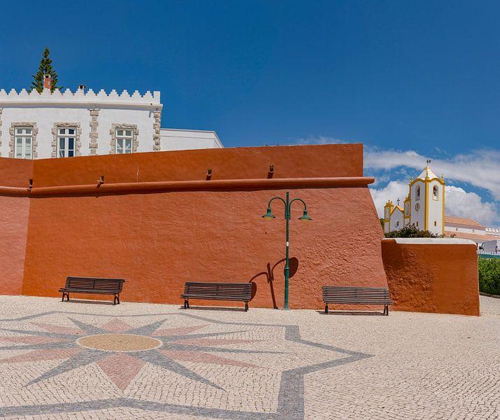 Fortaleza da Luz, Igreja da Nossa Senhora da Luz , Luz, Algarve, Portugal van Rene van der Meer