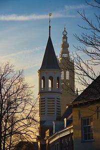 Zonsopkomst verlicht de Elleboogkerk en de Onze Lieve Vrouwe toren