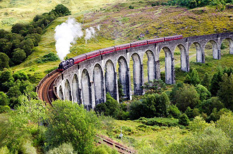 Train à vapeur Jacobite sur le viaduc de Glenfinnan en Écosse sur Thomas Boudewijn