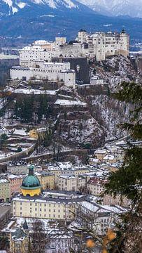 Schloss und Straßen von oben in Salzburg, Österreich von Jessica Lokker